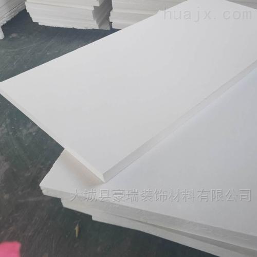 岩棉玻纤板重量轻更便于搬运与安装